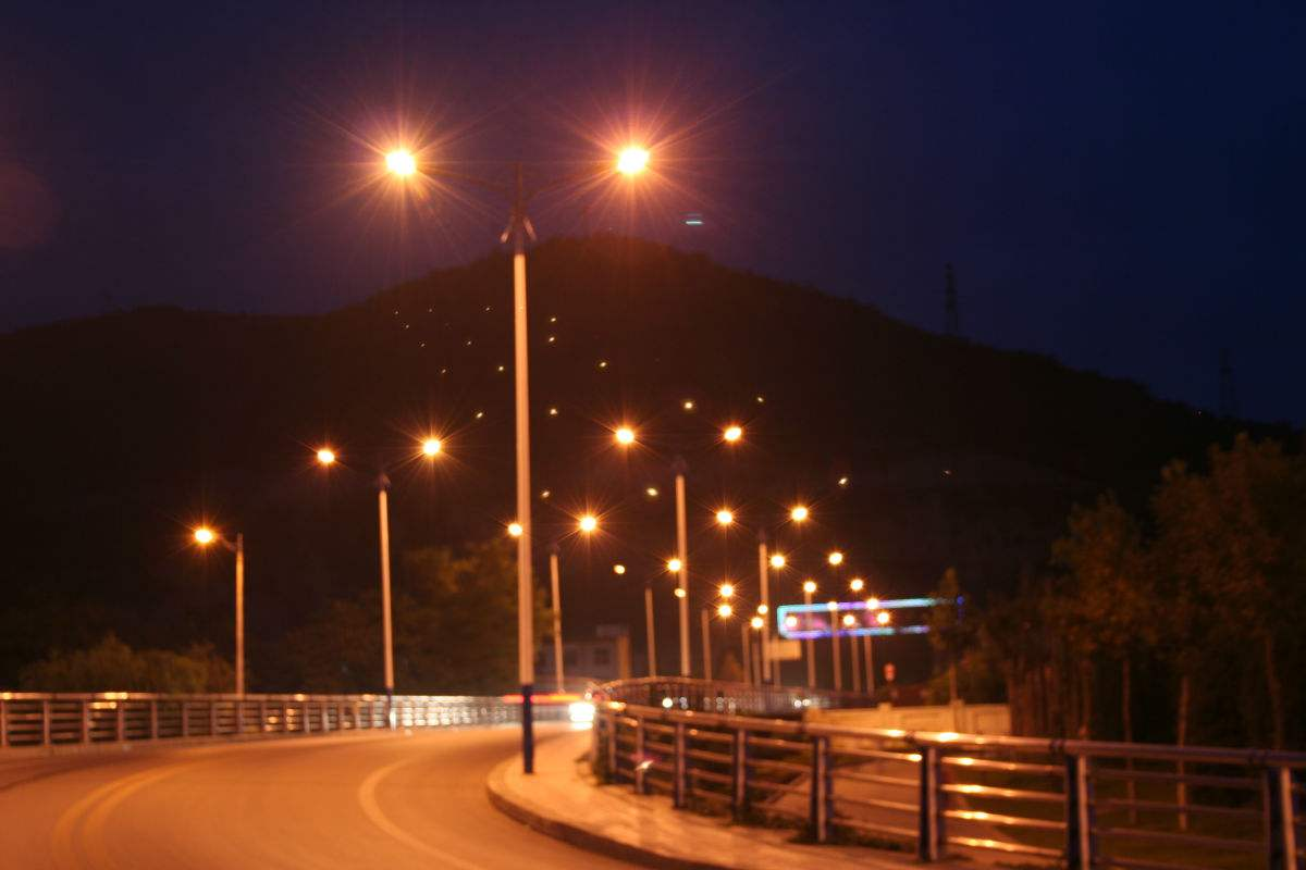 专利转让:LED路灯灯杆主体的烘干装置