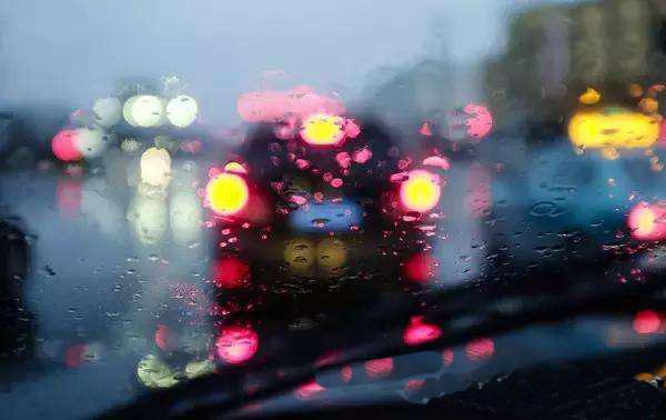 专利转让:封闭透明循环膜除雨除雾气挡风玻璃系统