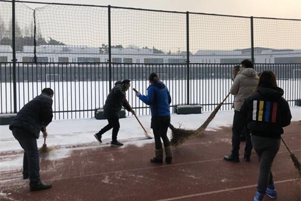塑胶跑道除冰